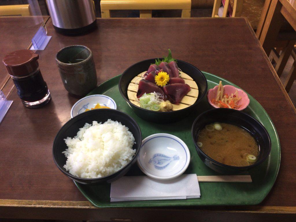お昼ご飯を食べに。