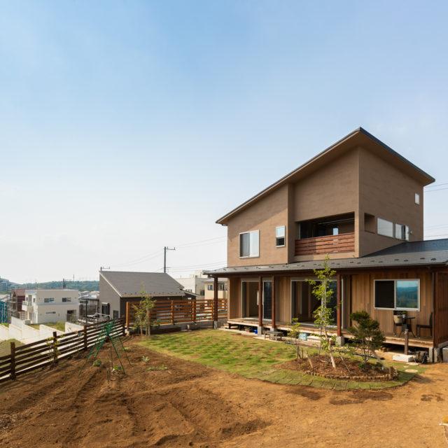 崖地に建つ風景を切り取る家